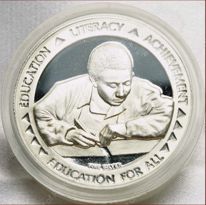 Mandela_FNB_Medallion_1oz_Silver_Education_coin_rev