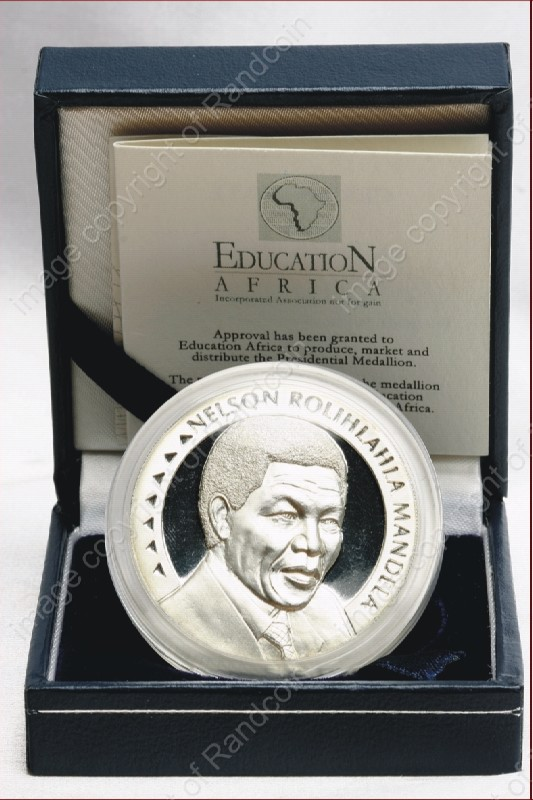 Mandela_FNB_Medallion_1oz_Silver_Education_open_box_ob