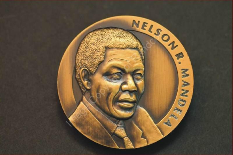 Mandela_FNB_Medallion_Medal_ob