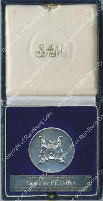 1986_Jhb_100th_Anniv_Silver_Medallion_and_plaque_box_rev.jpg